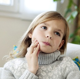 Girl with toothache should visit her Hoover children's emergency dentist